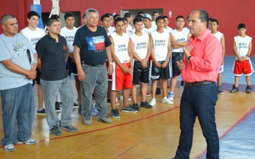 abandera-jose-gomez-delegacion-de-atletas-boxeadores-y-futbolistas