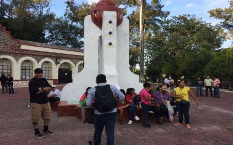 padres-de-desaparecidos-tienen-tomada-normal-de-ayotzinapa