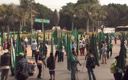 campesinos-se-manifiestan-en-cuarteles-militares-por-ayotzinapa