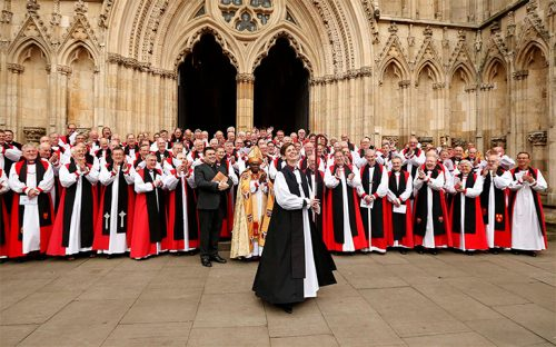 consagra-iglesia-de-inglaterra-a-la-primera-obispa-de-su-historia