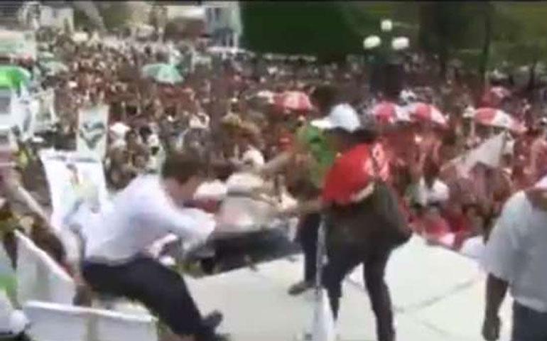gobernador-de-chiapas-cae-de-tarima-mientras-bailaba