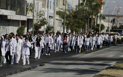 marchan-mas-de-250-medicos-internos-y-residentes-de-los-hospitales-civiles