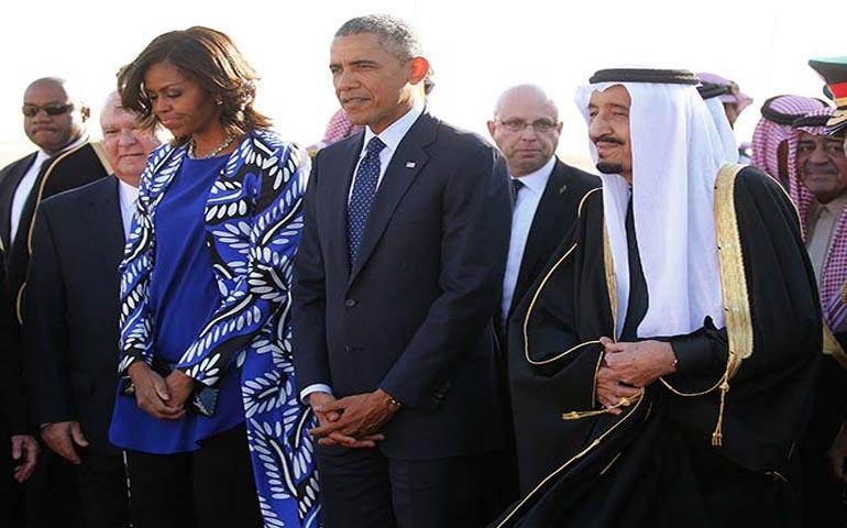 critican-a-michelle-obama-de-no-vestir-velo-en-arabia