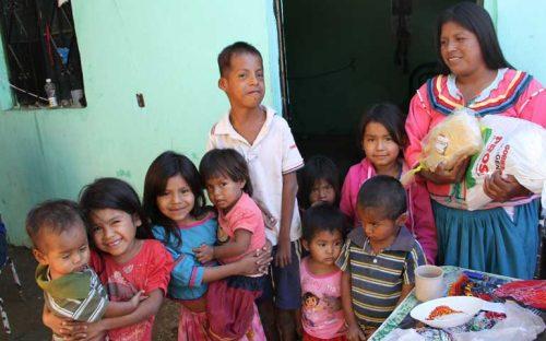 miles-de-familias-necesitadas-disfrutaron-cena-navidena