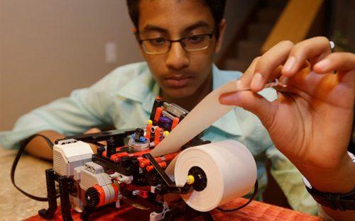 nino-construye-una-impresora-braille-con-legos