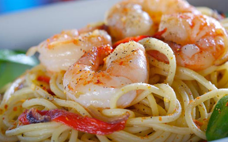 pasta-ligera-con-camarones-al-vino-blanco