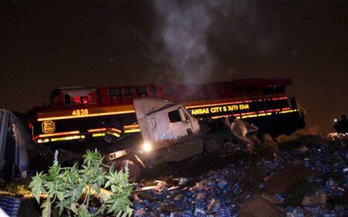 tren-descarrila-en-nl-por-culpa-de-trailer-que-intentaba-ganarle-el-paso