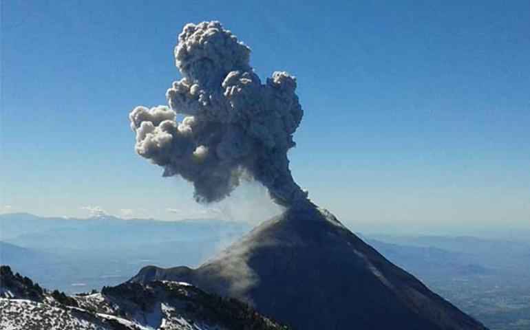 alertan-de-posible-caida-de-ceniza-tras-explosion-del-volcan-de-colima