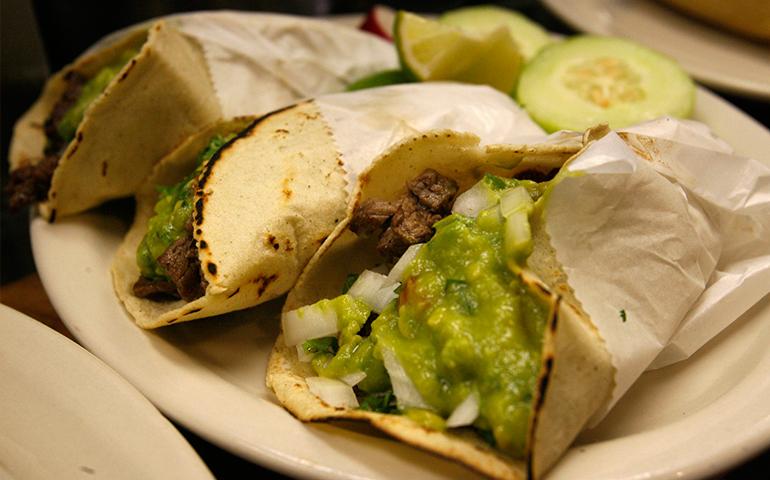 buscan-romper-record-guinness-al-elaborar-la-linea-de-tacos-mas-grande-del-mundo