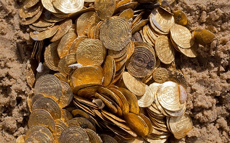descubren-tesoro-encuentran-2-mil-monedas-antiguas-bajo-el-mar-de-israel