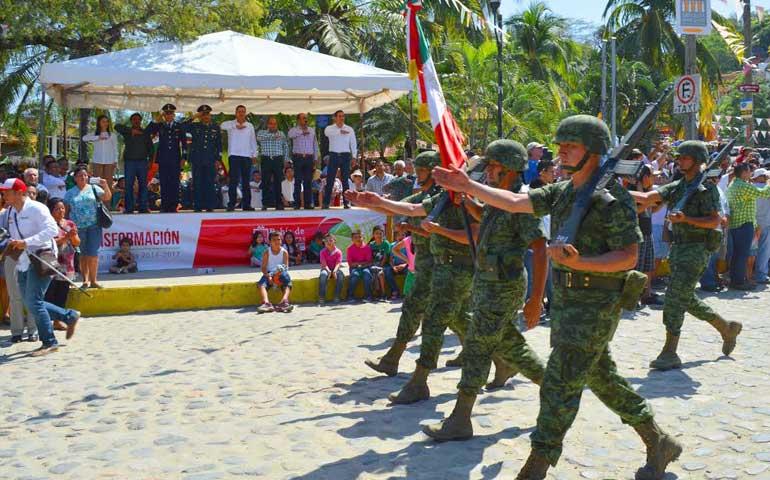 encabeza-roberto-sandoval-celebracion-del-dia-de-la-bandera