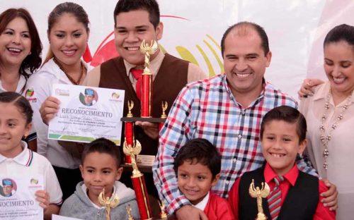 excelente-participacion-de-ninos-y-jovenes-en-el-concurso-de-oratoria