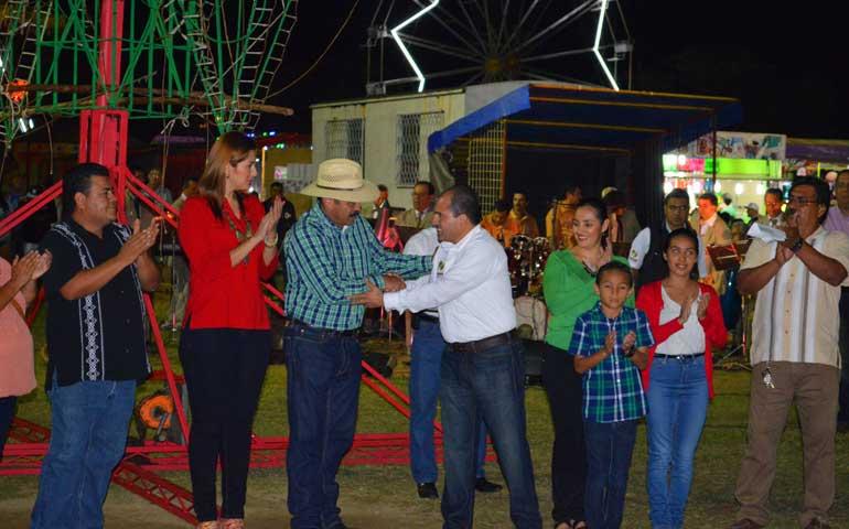 inaugura-jose-gomez-perez-las-tradicionales-fiestas-de-sayulita