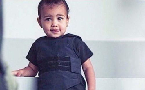 la-hija-de-kim-kardashian-usa-chaleco-antibalas