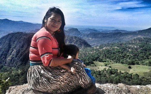 mujer-indigena-crea-sistema-de-ensenanza-de-lengua-wixarika-en-nayarit