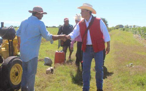 respalda-roberto-a-campesinos-afectados-por-las-lluvias-atipicas