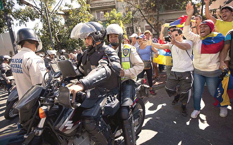usaran-armas-de-fuego-para-controlar-manifestaciones