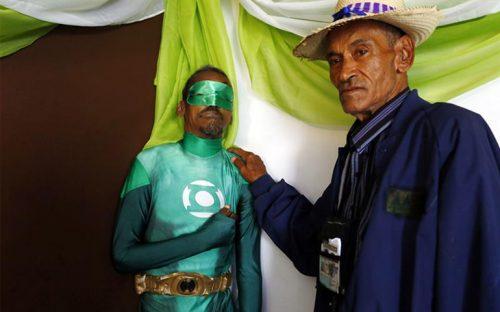 velan-a-hombre-disfrazado-de-linterna-verde