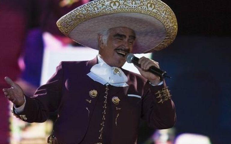 vicente-fernandez-obtiene-el-grammy-a-regional-mexicano