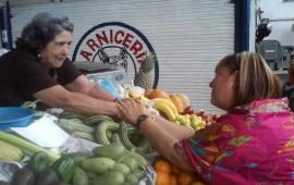 convive-margarita-flores-con-locatarios-del-mercado-morelos