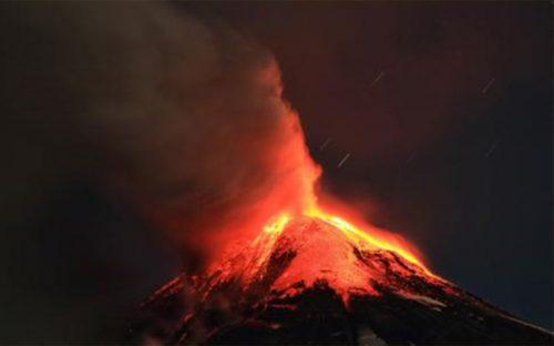 desalojan-a-3-mil-385-personas-por-erupcion-de-volcan-villarrica-en-chile