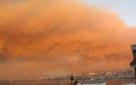 evacuan-viviendas-en-chile-tras-fuerte-incendio-forestal