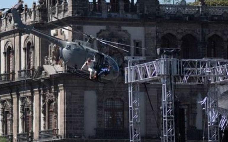 james-bond-lucha-en-helicoptero-en-el-cielo-del-zocalo