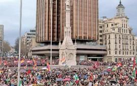 manifestantes-reclaman-pan-trabajo-y-techo-en-espana