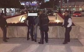 pareja-gay-se-agarra-de-la-mano-en-centro-comercial-y-es-retirada