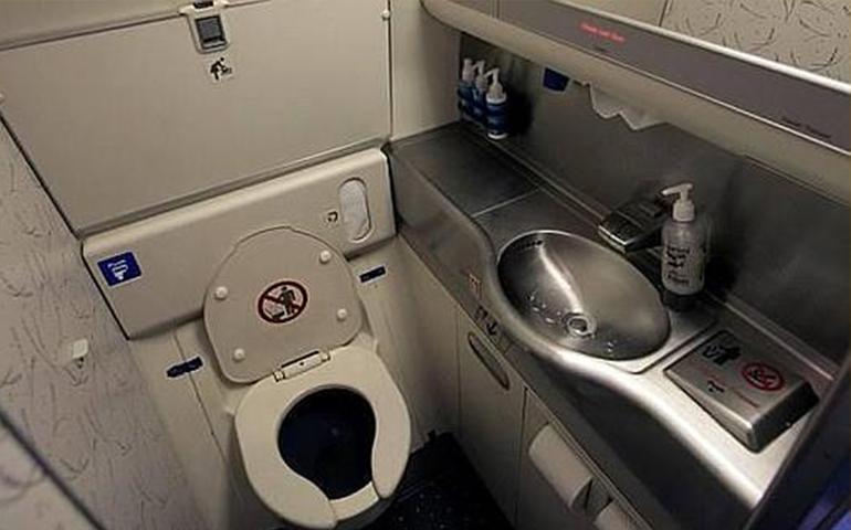 un-avion-se-regresa-en-pleno-vuelo-por-un-insoportable-olor-a-excremento