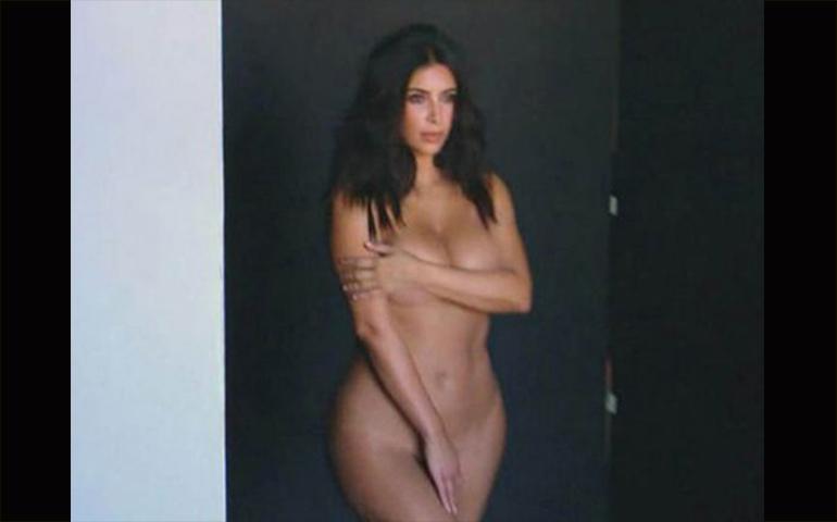 video-kim-kardashian-promociona-desnuda-su-reality-show