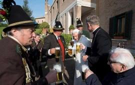 benedicto-xvi-celebra-su-cumpleanos-88-con-musica-y-cerveza