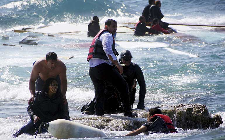 encalla-barco-con-inmigrantes-en-grecia-al-menos-3-muertos