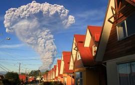 evacuan-a-70-mil-chilenos-por-erupcion-del-volcan-calbuco