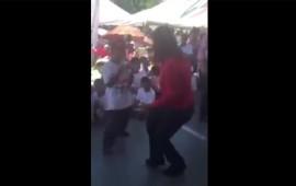 la-candidata-ivonne-alvarez-baila-cumbia-al-estilo-cholo