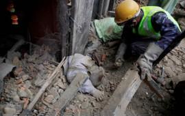 lluvia-dificulta-rescate-en-nepal-suman-5489-muertos