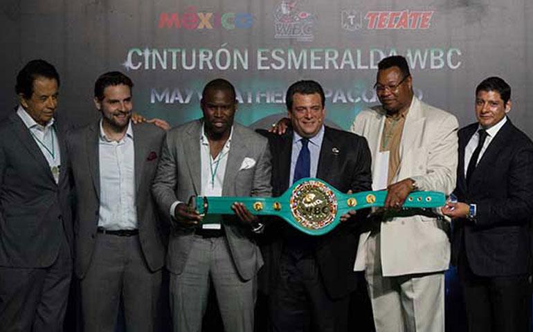presentan-el-cinturon-para-el-vencedor-de-la-pelea-del-siglo