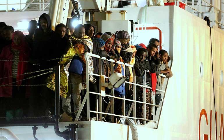 temen-hasta-400-inmigrantes-muertos-tras-naufragio-en-costas-de-italia