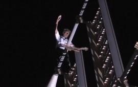 video-hombre-arana-vuelve-a-dubai-trepa-edificio-en-espiral