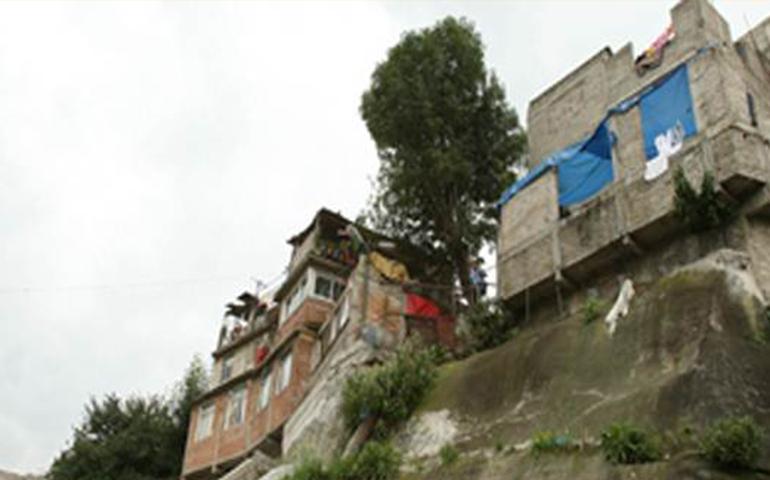50-familias-se-resisten-al-desalojo-de-sus-viviendas-a-pesar-de-estar-en-riesgo-de-inundacion