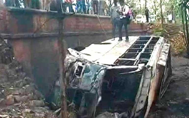 al-menos-22-muertos-en-accidente-de-autobus-en-india