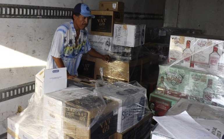 aseguran-en-tuxpan-camion-con-mas-de-3-mil-botellas-de-licor