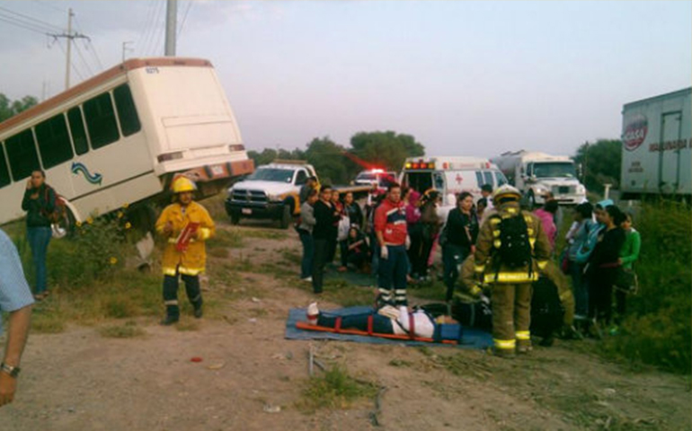 autobus-y-camioneta-chocan-en-jalisco-un-muerto-y-15-heridos