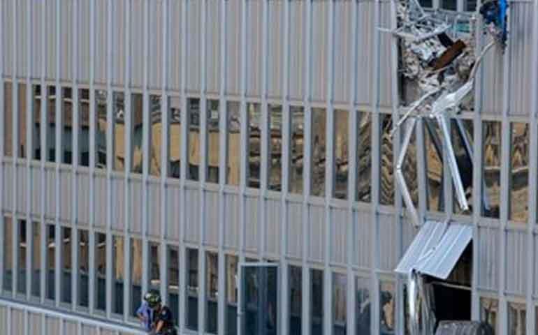 cae-carga-de-grua-desde-piso-28-de-edificio-en-ny