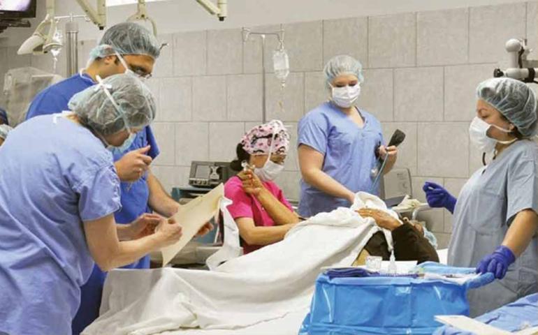 con-cerveza-y-cadaver-de-un-hombre-estudiantes-de-medicina-hacen-fiesta-en-hospital