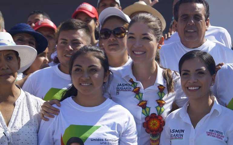 con-el-trabajo-en-equipo-vamos-a-la-victoria-jasmin-bugarin