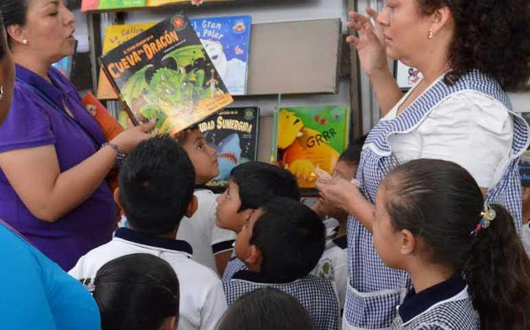 continua-con-exito-feria-del-libro-infantil-y-juvenil-nayarit-2015