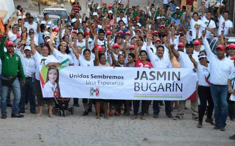 efusivo-encuentro-de-jasmin-bugarin-con-votantes-del-municipio