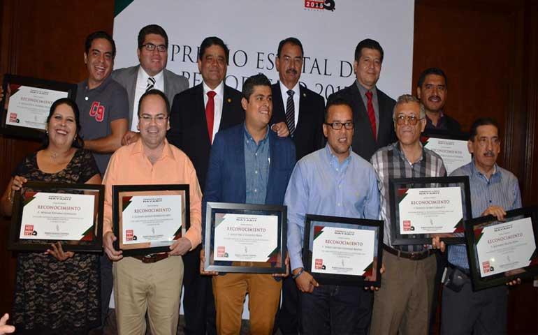 entregan-premio-estatal-de-periodismo-2015-enfoque-gano-en-dos-categorias
