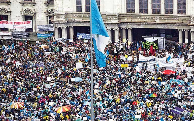 guatemaltecos-salen-a-protestar-repudian-la-corrupcion